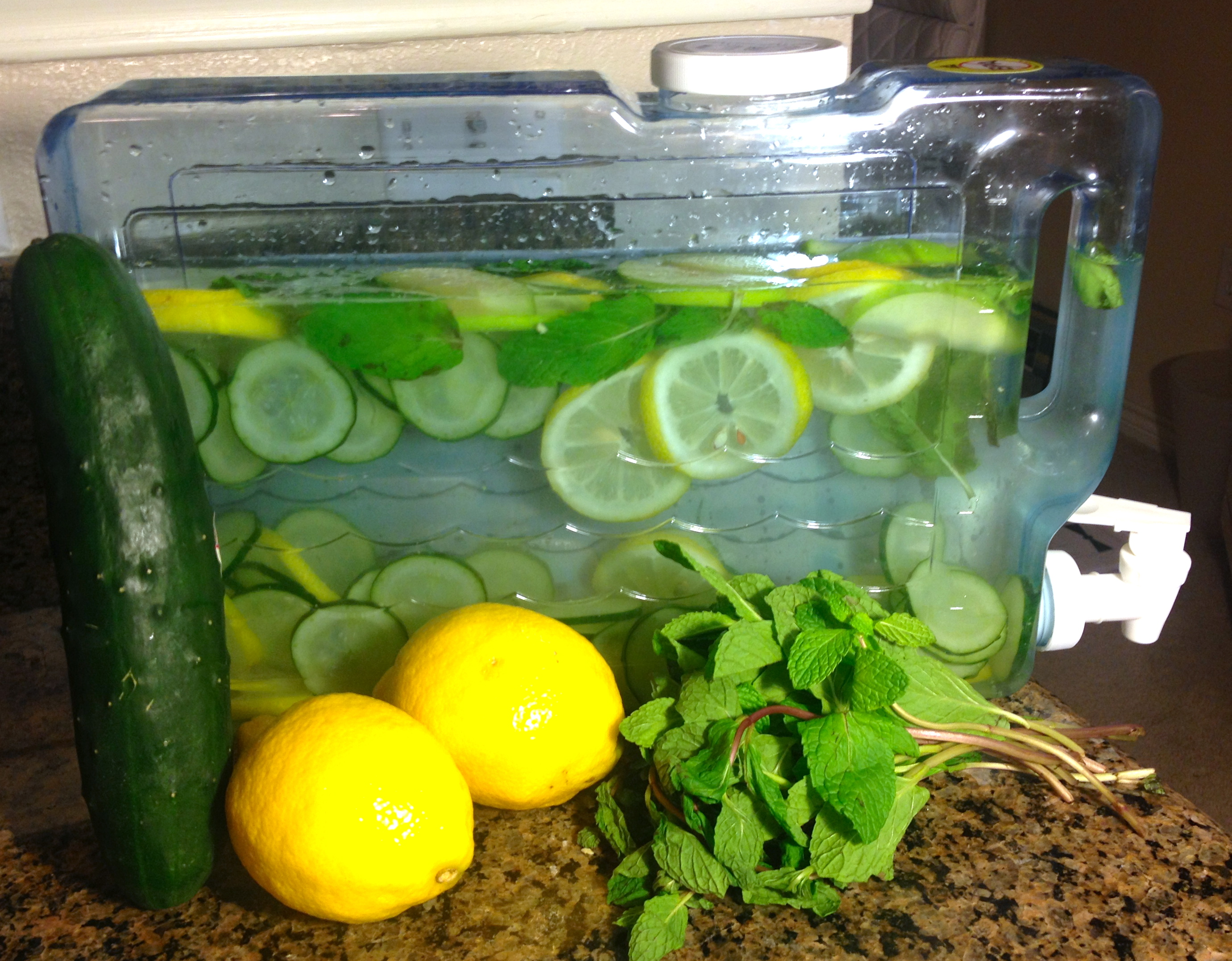 After that, mix it with the lemon juice and mint infusion. Get a liter and a half of water and mix it with the mint infusion, lemon juice, and cucumber juice. Then, add two teaspoons of grated ginger, the three lemon slices, and another mint leaf if you like.
